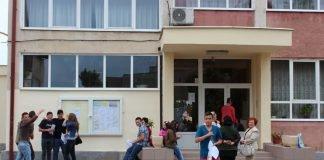 elevi curtea scolii scoala rezultate note examene
