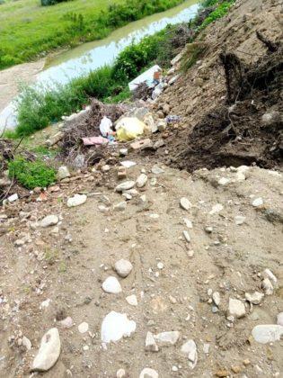 FOTO: Primăria Iordăcheanu, amendată pentru gunoaiele aruncate la marginea drumului 1